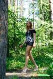 devushka-ssushchaya-v-lesui-2