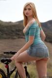 velosipedistka-laskaet-klitor 2